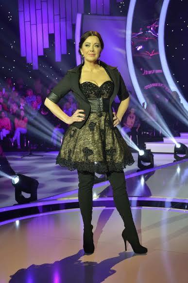 svecana haljina koju je nosila Dragana Katic savrseno je cinila kadar emisije