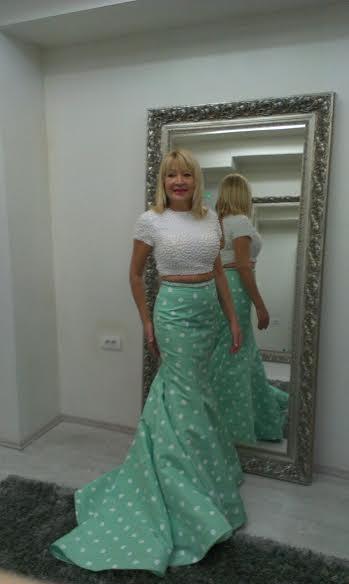 Svecane haljine koje Goca Lazarevic nosi na svojim Tv gostovanjima imaju za nas posebnu vaznost