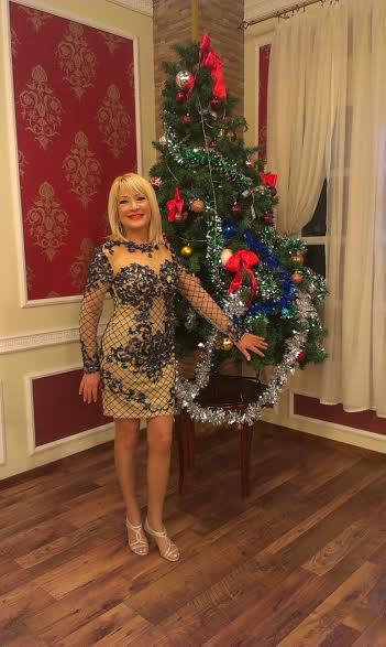 Na snimanju novogodisnjeg programa tv Grand,Goca nosi nasu haljinu
