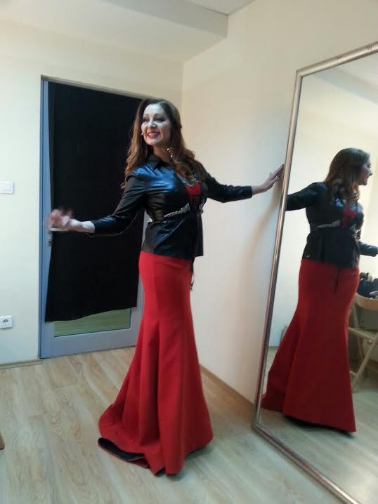 nikad nije kasno,Danica Maksimovij u haljini Carolija