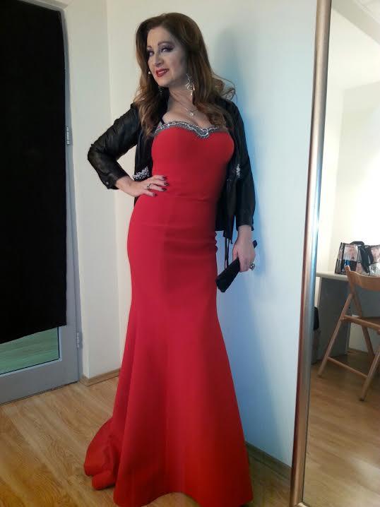 svecana haljina Carolija u emisiji rts 1 nikad nije kasno