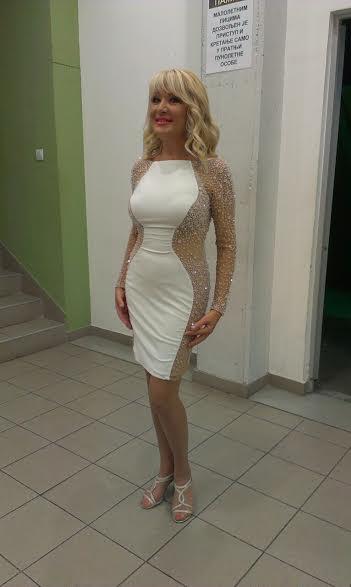 goca lazarevic je za snimanje novogodisnjeg programa izabrala nasu haljinu sherri hill